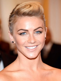 Julianne-Hough-Met-Ball-20131