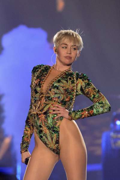 Miley-Cyrus--Bangerz-Tour-in-Rosemont-2014--19