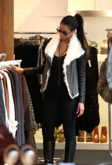 celebrities-shopping-11232010-14-820x1202