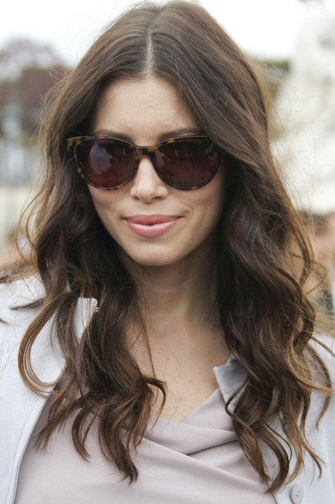 Jessica-Biel-Long-Hairstyle-Soft-Waves