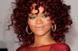 Rihanna-Red-Hairstyle-How-to-dye-dark-hair-red-without-bleaching-it