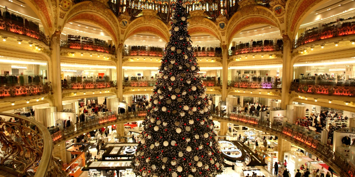 Call me scrooge how retail stole my christmas spirit for Retail christmas decorations ideas