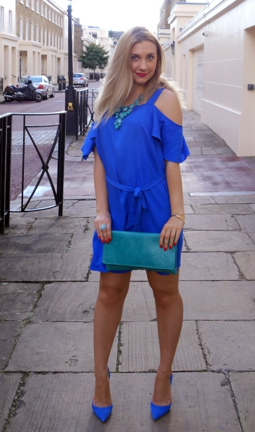 LifestyleFashionista - blue and turquoise