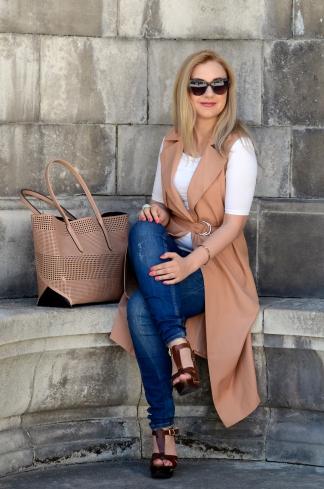 LifestyleFashionista - sleeveless coat