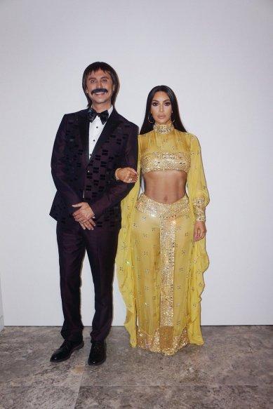 Kim Kardashian & Jonathan Cheban as Sonny & Cher